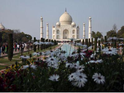 مثبتې پېښې په کې ۱۲۵ ته رسېدلي دي، هند دتاج محل په ګډون ډېری سياحتي ځايونه وتړل